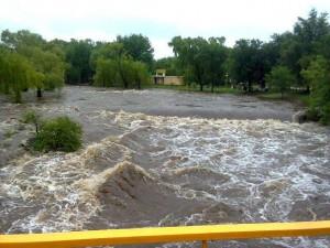 creciente del rio en alpa corral
