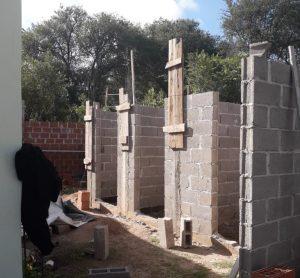 CONSTRUYEN BAÑOS Y VESTIDOR EN EL SUM DEL CENTRO CULTURAL MUNCIPAL